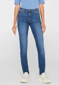 Esprit - LIEBLINGS GESCHNITTENE  - Slim fit jeans - blue medium washed - 0
