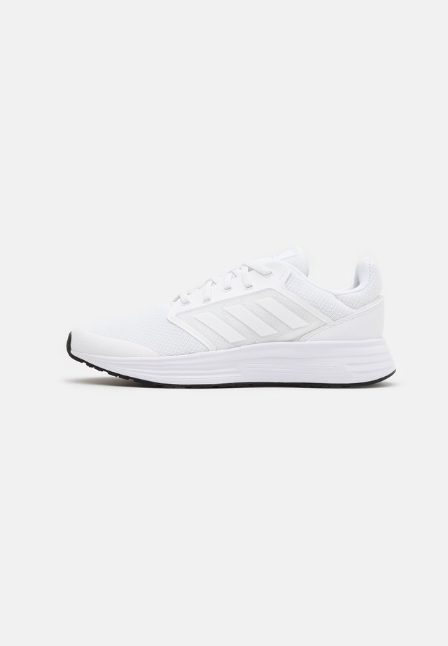 GALAXY  - Nøytrale løpesko - footwear white/core black
