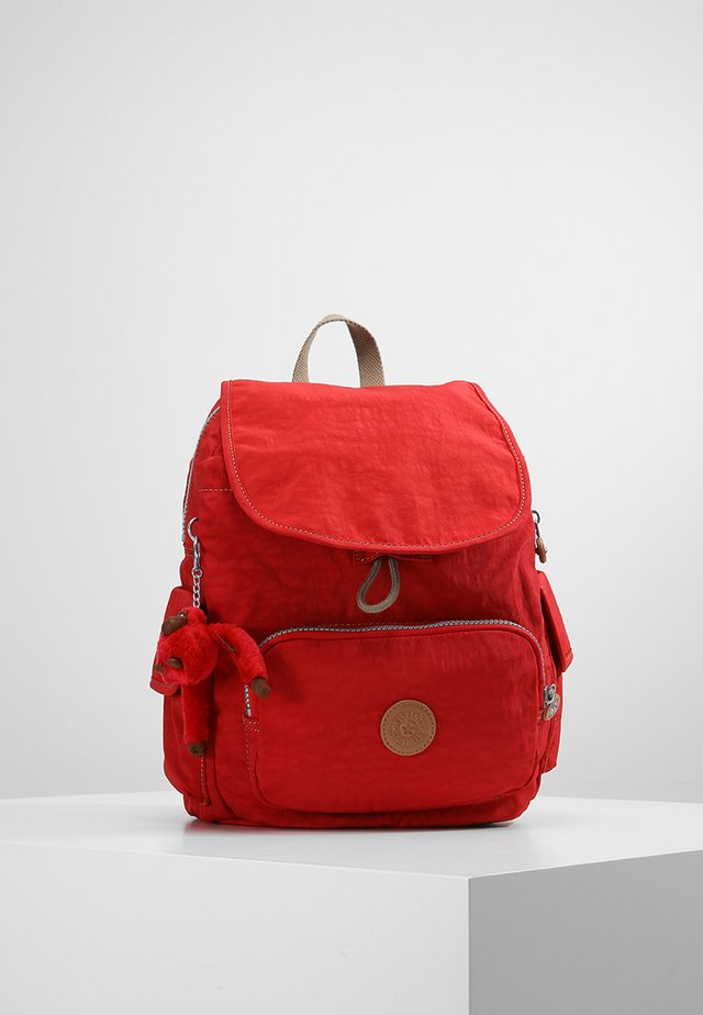 CITY PACK S - Ryggsekk - true red