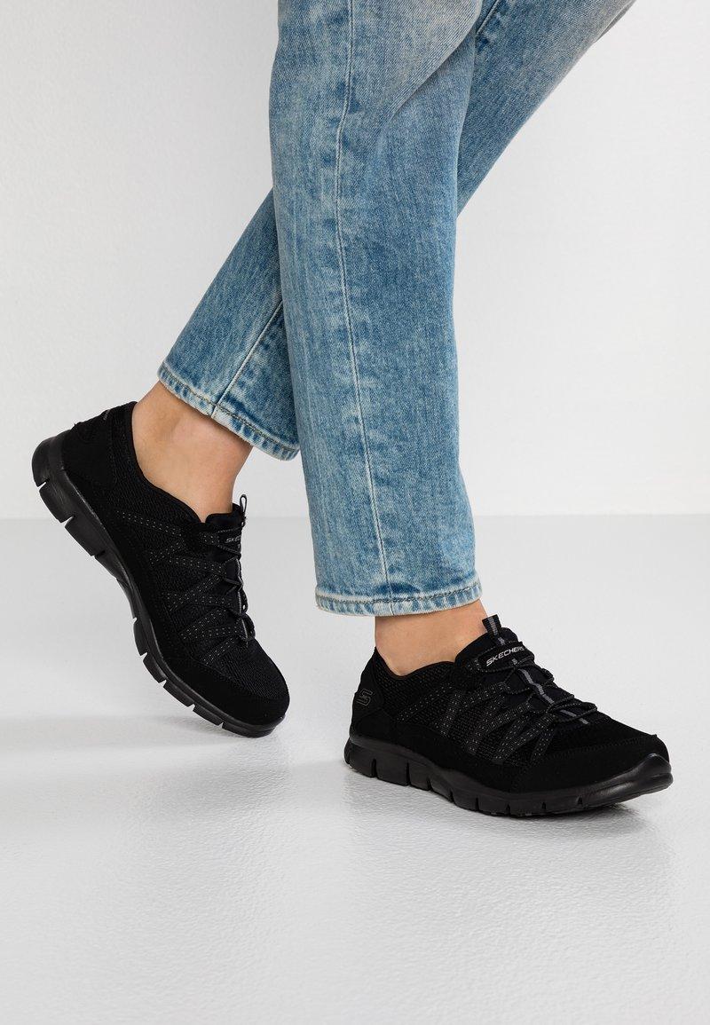 Skechers Wide Fit - STROLLING - Trainers - black