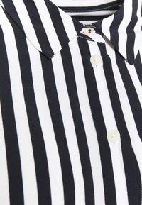 Tommy Hilfiger Curve - BLOUSE - Button-down blouse - desert sky - 2
