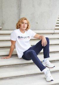 GANT - RETRO SHIELD - Print T-shirt - white - 1