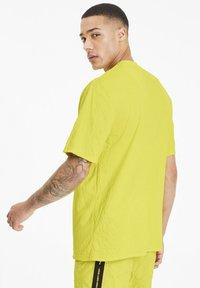 Puma - AVENIR CRINKLE  - T-shirt imprimé - meadowlark - 2