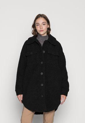 ONLNEWCAMILLA TEDDY SHACKET CC OTW - Winter coat - black