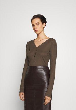 KATKA JUBI - T-shirt à manches longues - major brown