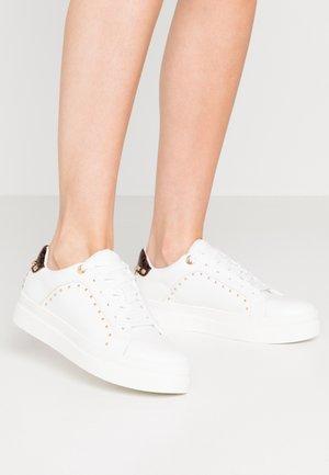 CYRUS STUD  - Sneakers laag - white