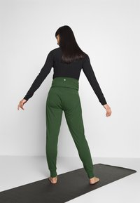 Cotton On Body - DROP CROTCH STUDIO PANT - Pantalones deportivos - khaki - 2