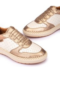 Pikolinos - Trainers - champagne - 6