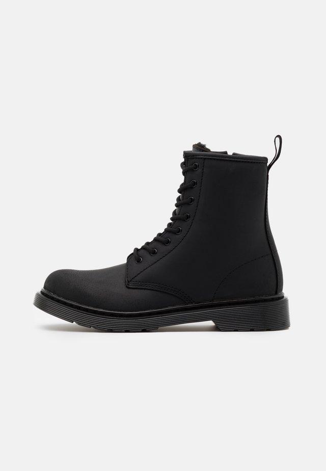 1460 SERENA MONO REPUBLIC WP - Botines con cordones - black