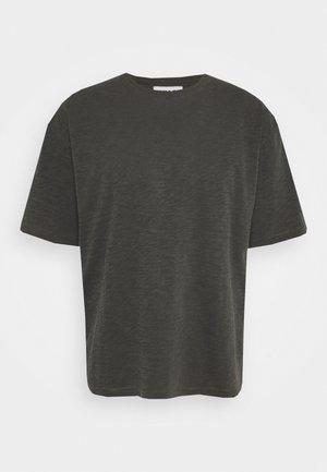 TRIPLE - T-shirt basic - dark olive