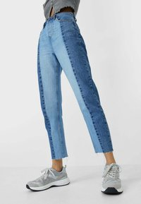 Stradivarius - PATCHWORK - Džíny Straight Fit - blue - 0