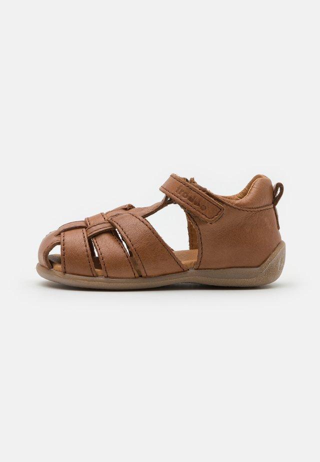 CARTE UNISEX - Sandaalit nilkkaremmillä - brown