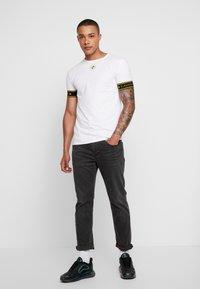 Gianni Kavanagh - GOLDEN CIRCLE TEE - Basic T-shirt - white - 1