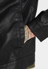 Only & Sons - ONSMIKE RACER JACKET - Giacca in similpelle - black - 3