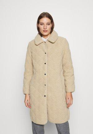 DANAE COAT - Zimní kabát - beige