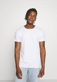 DRYKORN - KENDRICK - Basic T-shirt - white - 0