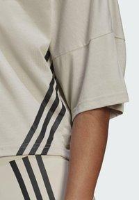 adidas Performance - CROPPED W PRIMEBLUE TRAINING T-SHIRT - Print T-shirt - grey - 4