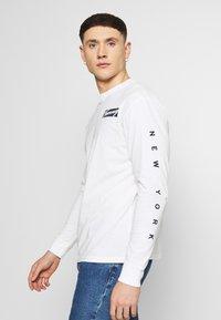 Tommy Jeans - LONGSLEEVE SCRIPT BOX TEE - Long sleeved top - white - 3