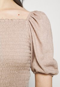 ONLY - ONLNALENA PUFF SMOCK - Print T-shirt - almondine - 3
