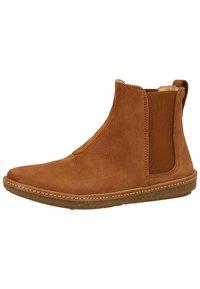 El Naturalista - Classic ankle boots - wood - 2