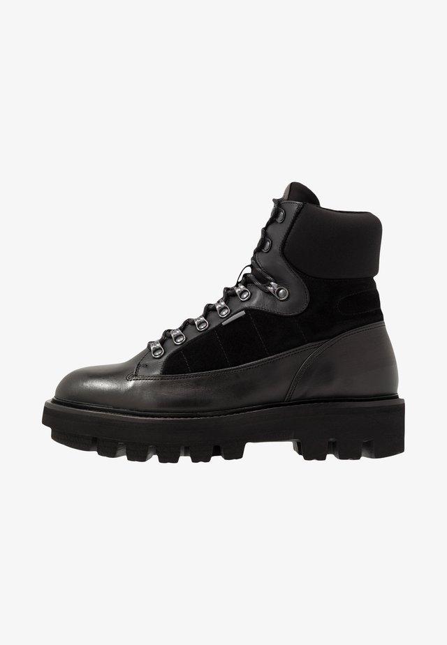 PARKER - Snørestøvletter - black