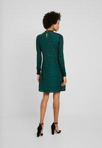 Wallis - SPACE DYE HIGH NECK SWING DRESS - Sukienka z dżerseju - green - 2