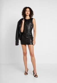 Missguided - CONTRAST STITCH MINI DRESS - Shift dress - black - 1