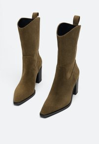 Uterqüe - High heeled ankle boots - brown - 1
