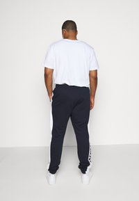 Lacoste - PLUS - Tracksuit bottoms - marine/blanc - 2