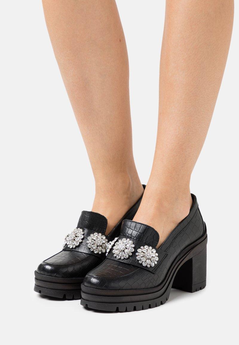 YAS - YASRENNA OXFORD HEELS - Platform heels - black