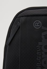Superdry - COMBRAY SLIMLINE BACKPACK - Batoh - black - 3