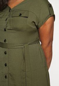 Dorothy Perkins Curve - SHIRT DRESS - Hverdagskjoler - khaki - 6
