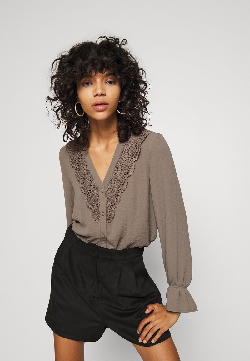 Vero Moda - ZIGGA - Bluse - khaki