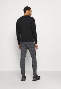 Only & Sons - ONSMARK TAP PANT CHECK - Pantalon classique - citadel - 2