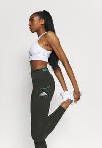 Nike Performance - EPIC LUXE TRAIL - Collant - sequoia/bicoastal - 3