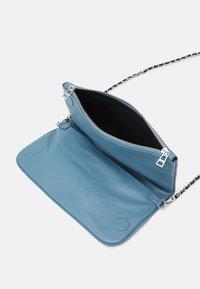 Zadig & Voltaire - ROCK GRAINED  - Across body bag - acier - 5