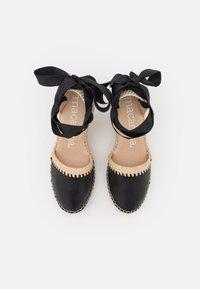 Macarena - CARLA - Sandály na platformě - black - 5