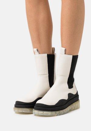 CHALLENGER - Kotníkové boty na platformě - bone