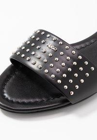 HUGO - JANIS SLIDE - Pantofle - black - 2