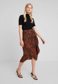 Whistles - BRUSHED LEOPARD SARONG SKIRT - Pouzdrová sukně - brown/multi - 1