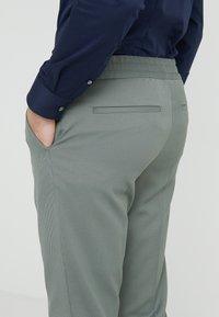 Filippa K - TERRY CROPPED PANTS - Trousers - platoone - 4