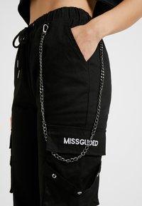 Missguided Petite - EMBROIDERED CHAIN CARGO - Pantalon classique - black - 4