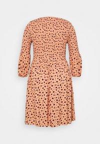 Glamorous Curve - SMOCKED BUBBLE SLEEVE DRESSES WITH ROUND NECK - Denní šaty - peach - 7
