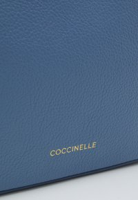 Coccinelle - TEBE - Across body bag - pacific blue - 6