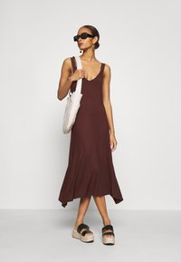 Zign - Vestito di maglina - brown - 1