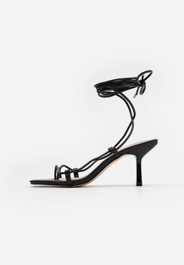 MALIBU BEACH - Sandály s odděleným palcem - black