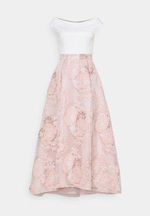 VOKUHILA - Společenské šaty - peach blush