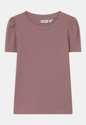 NMFKABEXI SLIM - T-shirt con stampa - woodrose
