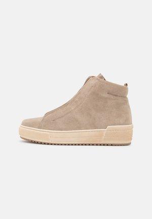 Kotníkové boty na platformě - kiesel