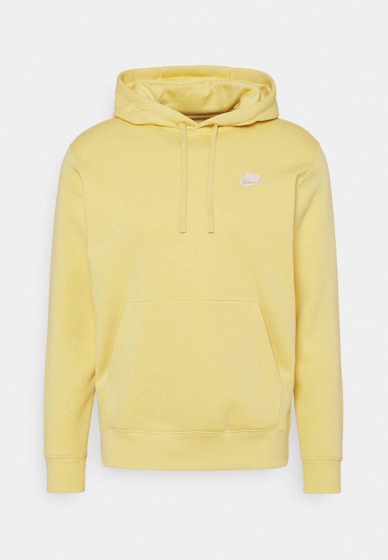 Nike Sportswear - CLUB HOODIE - Hoodie - saturn gold/white